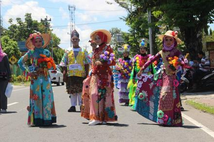Recycle Fashion Carnival Warnai Peringatan Hari Peduli Sampah Nasional